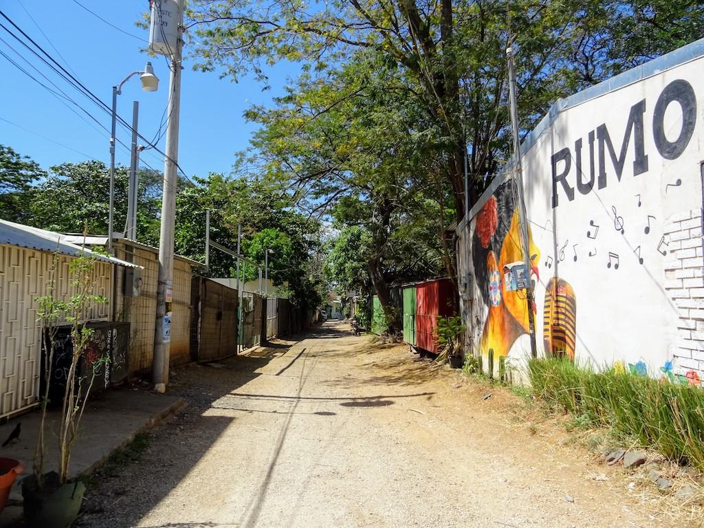 Costa Rica Tamarindo Rue en terre Rumo