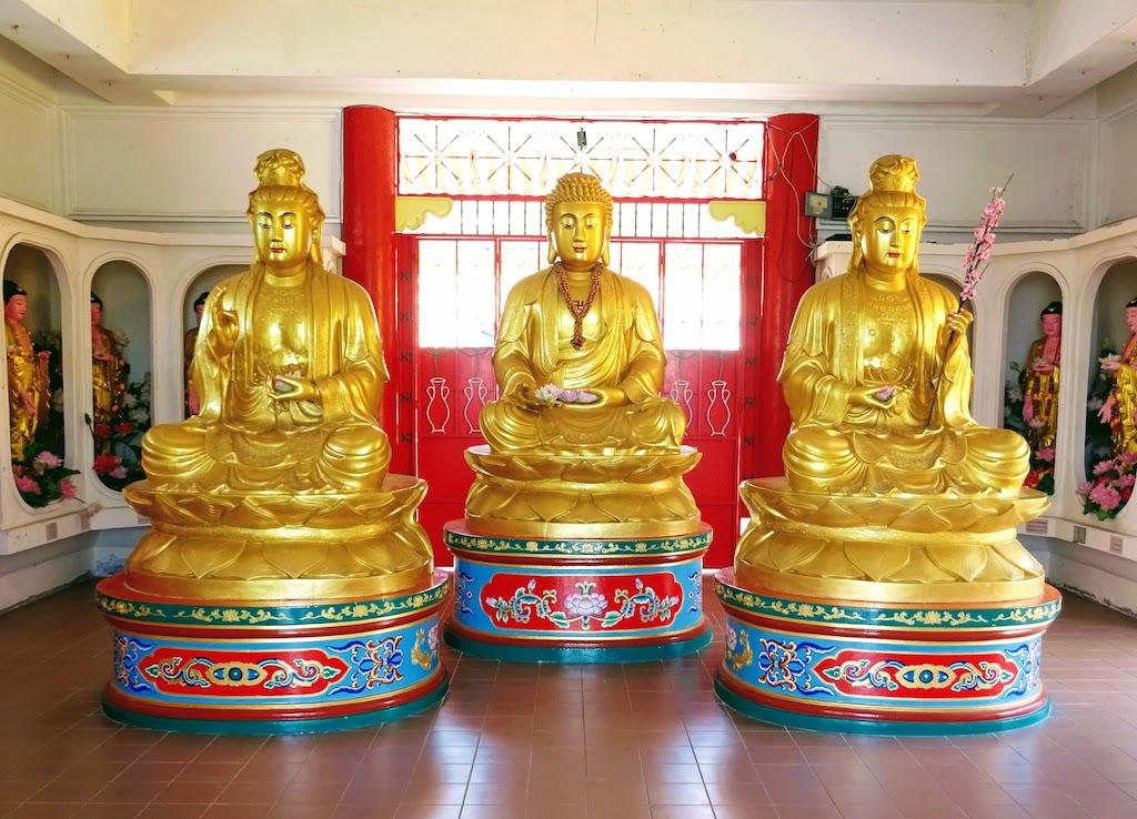Malaisie Penang Kek Lok Si temple moines dorés