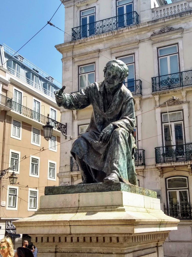 Portugal Lisbonne Chiado statue