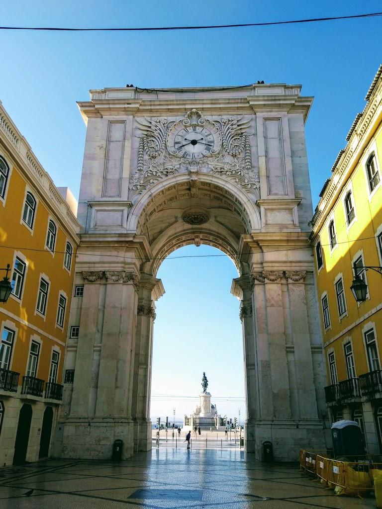 Portugal Lisbonne Commerce place porte sur rue