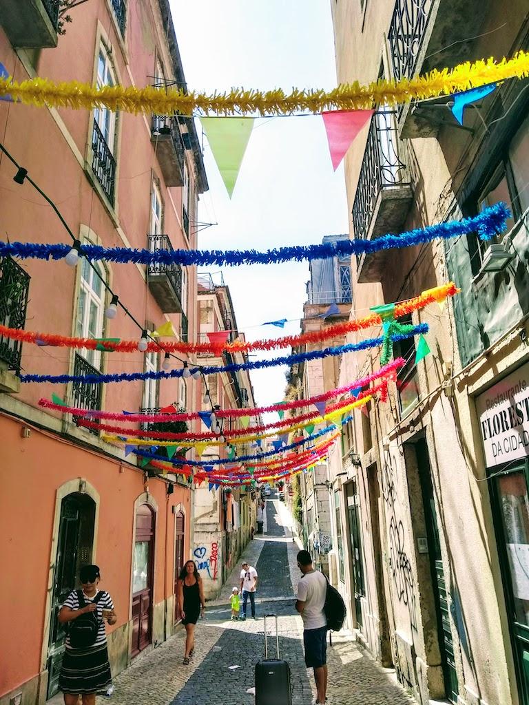 Portugal Lisbonne rue guirlande