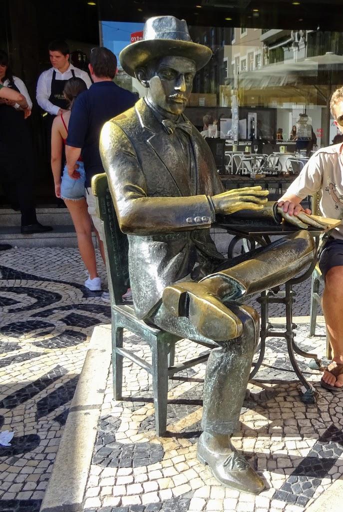 Portugal Lisbonne Queiroz statue