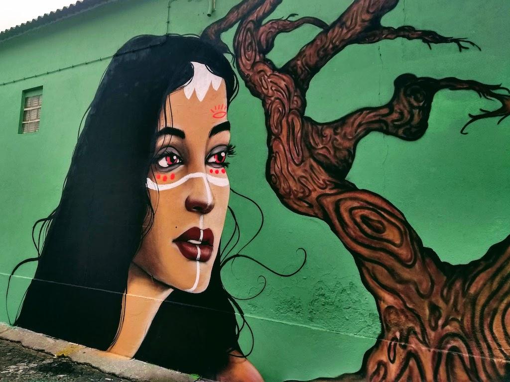 Portugal Lisbonne street art femme