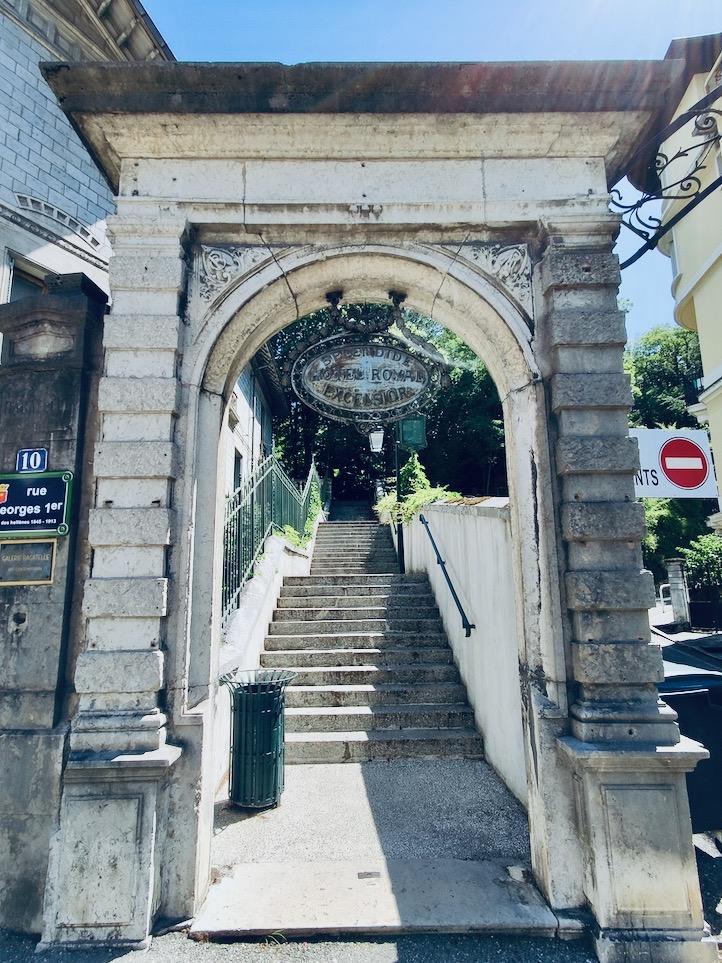 France Aix Les Bains Rossignoli bottom door