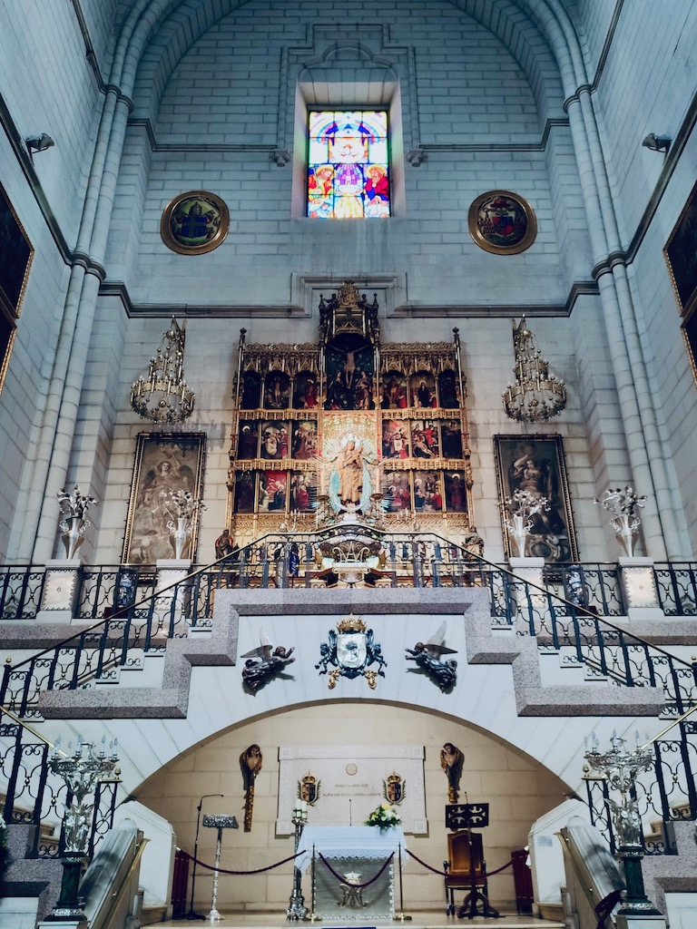 Madrid Almudena cathedrale Mercedes Orleans chapelle