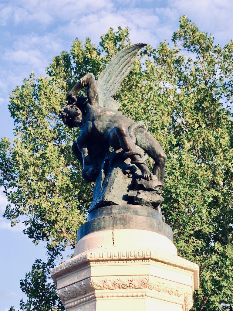 Espagne Madrid detail statue ange dechu