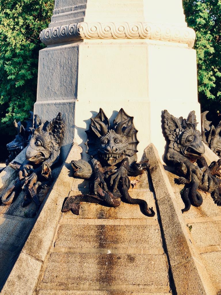 Espagne Madrid Gargouilles statue ange dechu