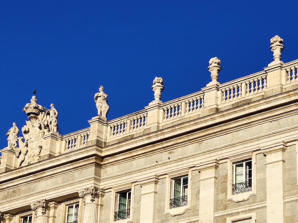 Espagne Madrid Plaza Oriente king statues 1